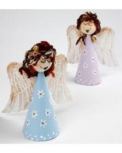 Engel aus Pappmaché-Kegeln