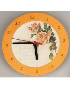 Verzierte Uhr aus Holz