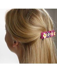 Eine Haarspange, verziert mit Blüten