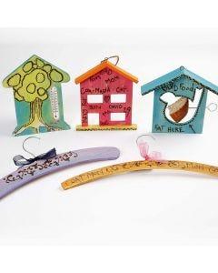 Gegenstände aus Holz - bunt bemalt und verziert mit einem Brennmalstift