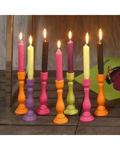 Holzkerzenständer mit selbstgezogenen Kerzen