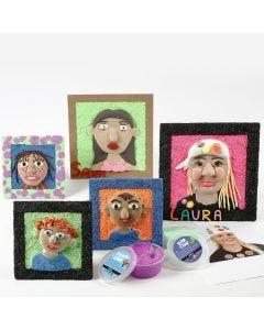 Selbstportrait aus Silk Clay in Collage-Rahmen