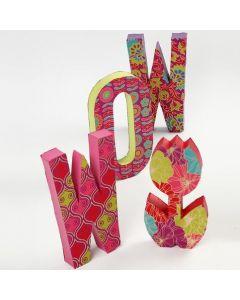 Pappmaché-Buchstaben mit handgeschöpftem Papier