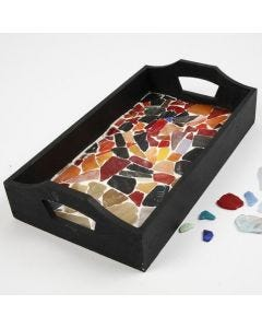 Ein Holztablett mit Mosaik-Boden