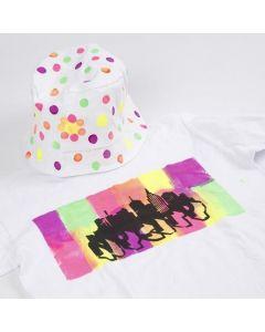 Ein T-Shirt, verziert mit Neon-Textil Color Stoffmalfarbe