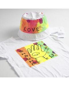 Neon-Stoffmalfarbe auf T-Shirt und Sonnenhut