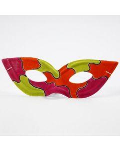 Eine bemalte Zorro-Maske