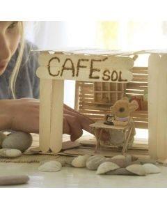 Ein Café mit Einrichtung aus Eisstielen