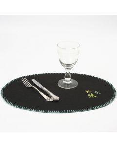 Tischset aus Bastelfilz mit gestickter Kante und Zier-Sternen