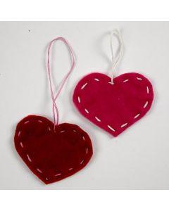 Herzen aus Filz mit Steppstich