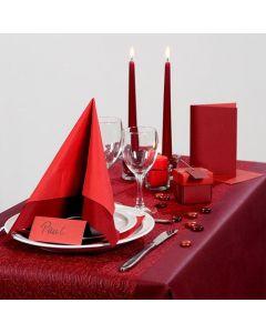 Inspiration für das Fest mit rotem Tischtuch und Tischschmuck