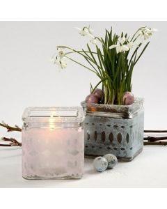 Teelichthalter und Vase, verziert mit pastellfarbenem Seidenpapier