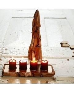 Pappmaché-Kegel als Baum und Teelichthalter mit Holzstücken
