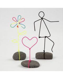 Figuren aus Nylon-ummantelten Alustäben auf Standfüßen aus Stone Clay