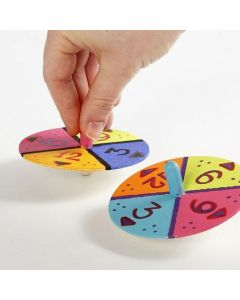 Kreisel dekoriert mit Zahlen und Farben