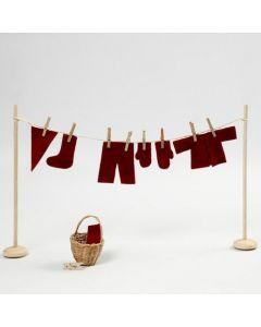 Eine Mini-Wäscheleine mit Kobold-Kleidung