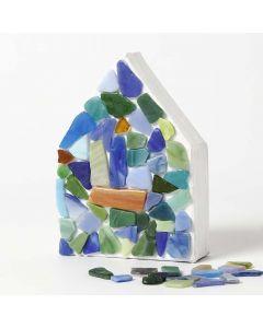 Bemaltes Pappmaché-Haus, verziert mit Mosaiksteinen