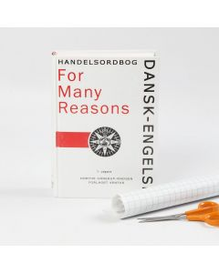 Buch mit schützender Hülle aus Plastikfolie