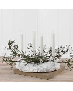 Adventskranz aus Foam Clay, verziert mit Fichtenzweigen und Pailletten