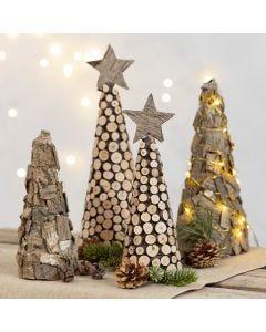 Weihnachtsbaum aus Styroporkegel, verziert mit Holzscheiben und Rinde