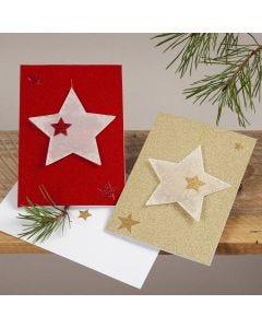 Glitzernde Weihnachtskarte mit Sternen-Anhänger aus Pergamentpapier