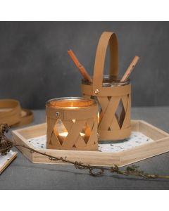 Kerzenglas und Glasbehälter, verziert mit Streifen aus Kunstlederpapier