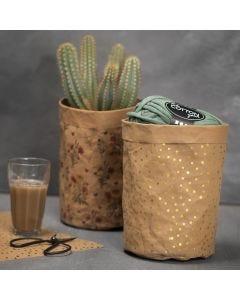 Korb, gefertigt aus gemustertem Kunstlederpapier