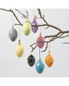 Eier aus Plastik im Terrazzo-Look