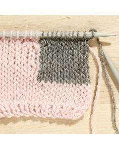Lernen Sie, wie man mit Farbwechsel strickt.