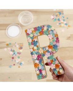 Buchstabe aus Pappmaché, verziert mit Pailletten