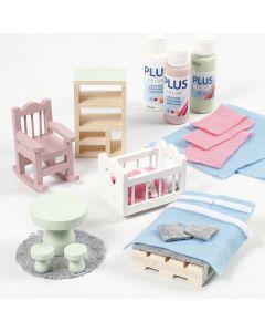 Puppenhausmöbel, verziert mit Filz und Bastelfarbe