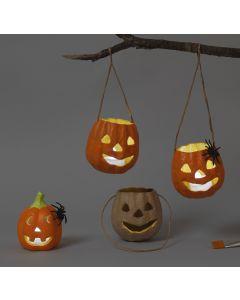 Pappmaché- und Terracotta-Laternen für Halloween
