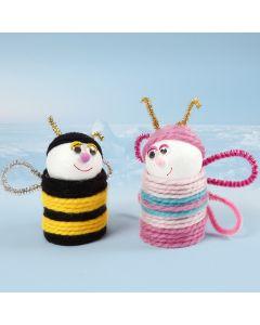 Insekten, gefertigt aus Pappröhren und Styroporkugeln, ummantelt mit Wollfäden