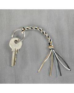 Schlüsselband aus Bambuskordel, gefertigt mit der Kumihimo-Flechttechnik