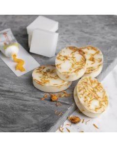 Selbst hergestellte Shea-Seife mit Vanille und Ringelblume