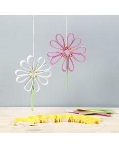 Farbenfrohe Blüten aus Moosgummi