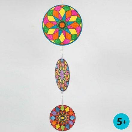 Mobile aus Pappscheiben mit Mandala-Design