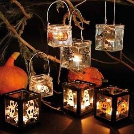 Kerzengläser mit Spuk-Deko