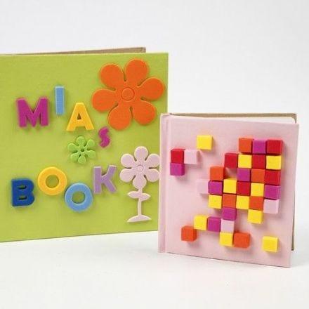 Notizbücher mit Moosgummi-Dekorationen