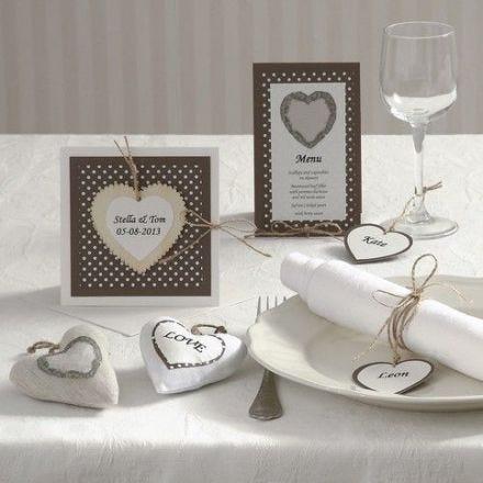 Einladung, Menü- und Tischkarte mit Herzen