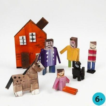 Tier- und Menschen-Figuren aus bemalten Holzleisten