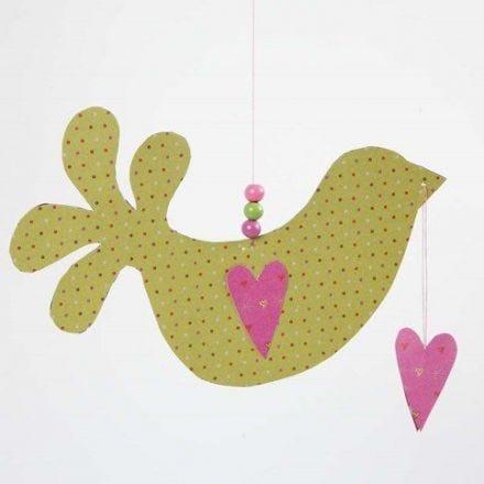 Ein Vogel mit Herzen aus