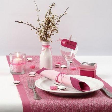 Tischdekorationen für die Konfirmation in pink, rosa und weiß