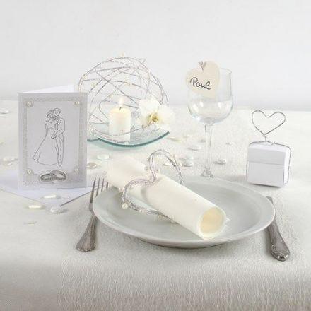 Weiße Hochzeit: Einladung und Tischdekoration