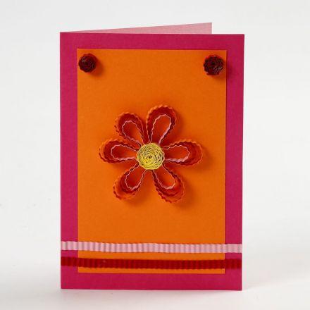 Grußkarte mit Blume und Quilling-Verzierung