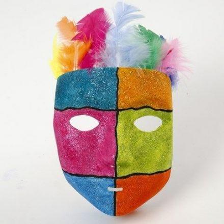 Kunststoff-Maske, verziert mit Linien und Glitzer-Lack