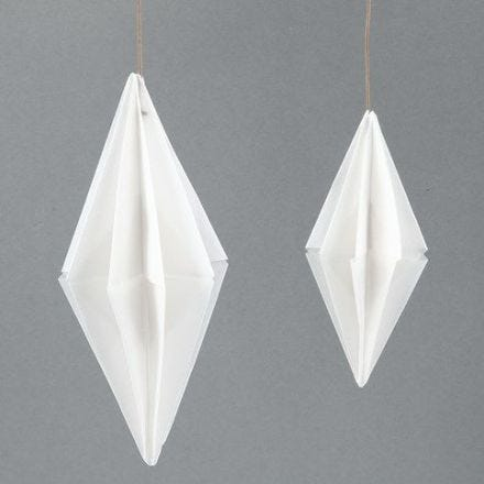Ein rechteckiger Papier-Diamant aus Vivi Gade Pergament Origami Papier