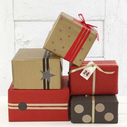 Goldene, rote und schwarze Geschenkverpackungen