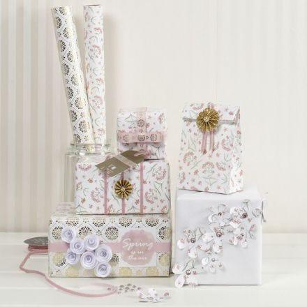Romantische Geschenkverpackung mit Zubehör von Vivi Gade