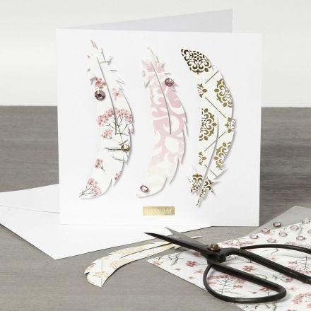 Grußkarte mit Feder-Dekoration aus Design-Papier